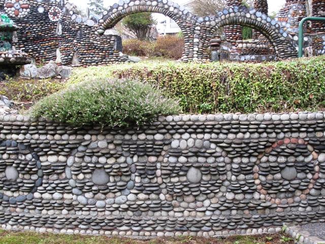 Debra Prinzing Attachment pebble retaining wallwith