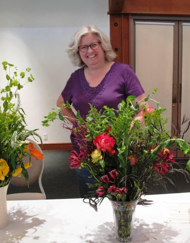 Descanso Floral Design Student