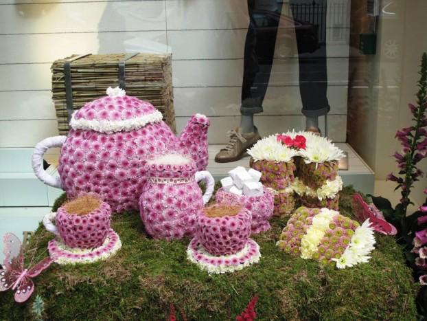 Tea setting in flowers: Brunello Cucinelli.
