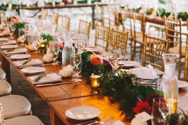 A Bash & Bloom Table Garland adorns a wedding reception (c) photography by Mark Malijan Photography