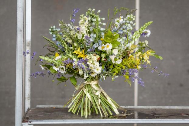 A wild bouquet by Hattie Fox of That Flower Shop (c) Julian Winslow