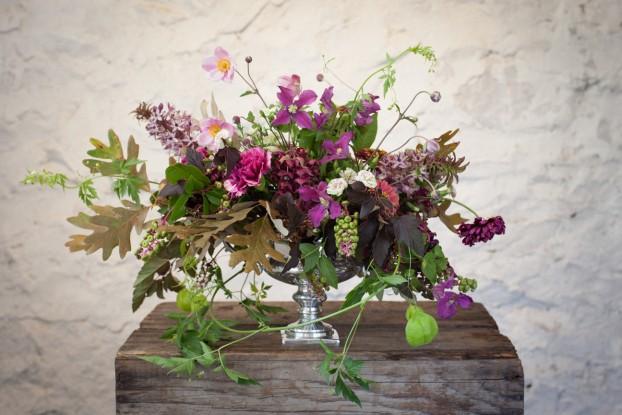 A garden-fresh bouquet design by Gloria Battista-Collins of gbc style (c) Karen Hill Photography